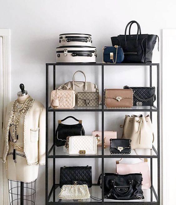 Έτσι θα οργανώσεις τις τσάντες στο δωμάτιο σου.