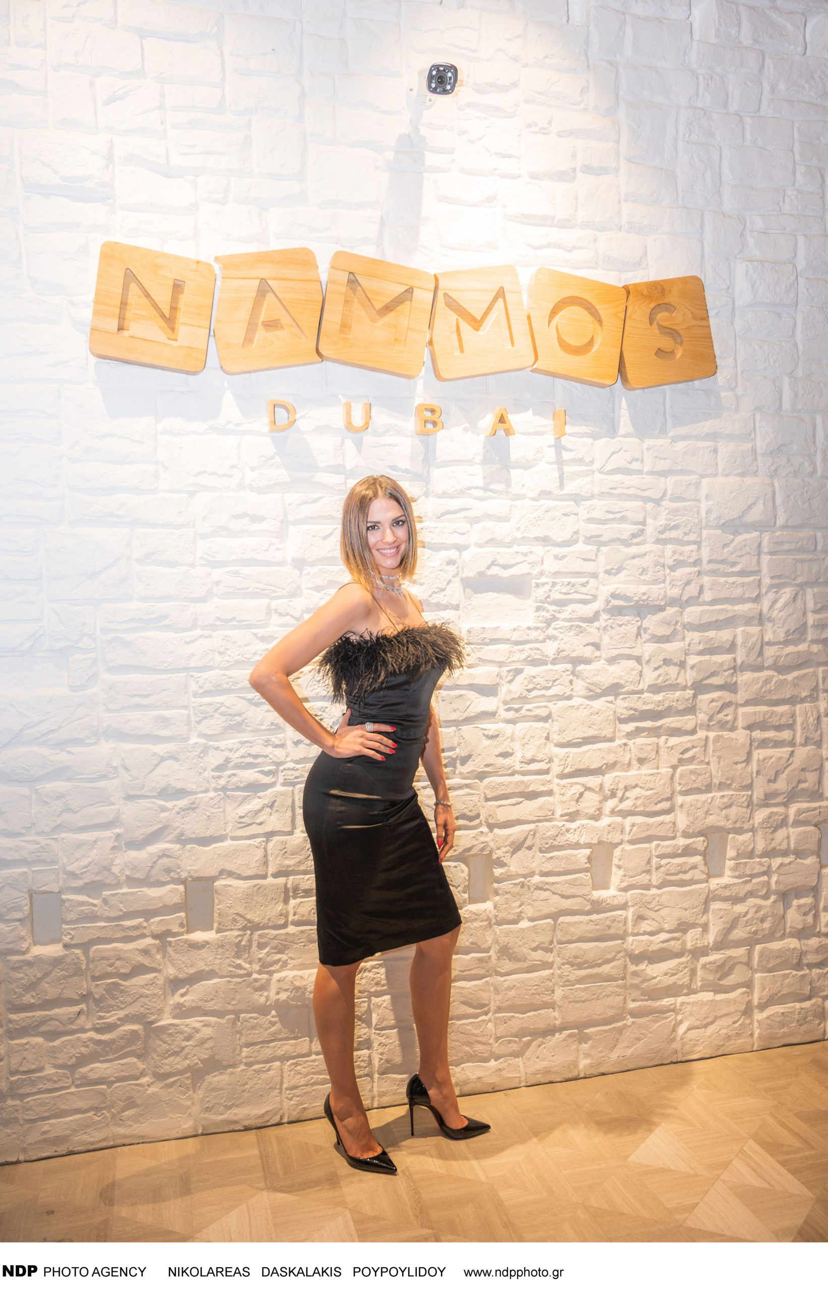 """Πολλοί Έλληνες αλλά και πολλοί επώνυμοι καλεσμένοι από όλο τον κόσμο, επέλεξαν το Nammos Dubai, για να περάσουν τις μέρες των γιορτών στο διαμάντι της ανατολής. Για άλλη μια φορά, πόλο έλξης αποτέλεσε το """"αδελφάκι"""" του μυκονιάτικου Nammos, το οποίο βρίσκεται μέσα στο συγκρότημα του Four Seasons Resort, στην παραλία Jumeirah, το οποίο αυτήν τη στιγμή είναι no1 hot trend για jet setters αλλά και superstars θαμώνες, όπως ο Cristiano Ronaldo. Στα πλαίσια του πρωτοχρονιάτικου ρεβεγιόν, αλλά και του """"Made in Mykonos"""" event ανήμερα της πρωτοχρονιάς, ο καταξιωμένος συνθέτης Στέφανος Κορκολής, μαζί με την ερμηνεύτρια Σοφία Μανουσάκη, χάρισαν στους παρευρισκόμενους μοναδικές στιγμές, τραγουδώντας πολλά αγαπημένα τραγούδια. Αμέσως μετά ο κορυφαίος Λιβανέζος τραγουδιστής, Ragheb Alama, πήρε τη σκυτάλη και συνέχισε τη διασκέδαση των καλεσμένων, ενώ την επόμενη μέρα το κοινό απόλαυσε τις μουσικές επιλογές του αναγνωρισμένου διεθνώς DJ Βασίλη Τσιλιχρήστου."""