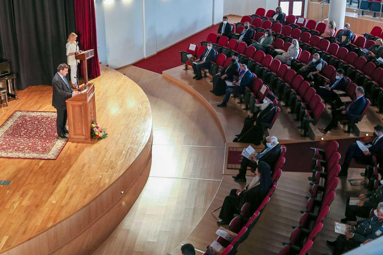 Με μεγάλη επιτυχία πραγματοποιήθηκε το Συνέδριο της Ι.Μ. Φθιώτιδος με ομιλητή τον κ. Προκόπιο Παυλόπουλο